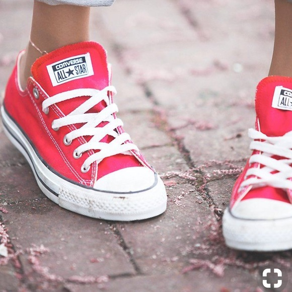 07a9ec9b6b71 Converse Red Low Tops. M 5a9b520a2c705d72a3032631